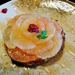 60094445 - 『金の百合亭フレンチトースト』(720円)!!                        とろっとろ~~の丸いマフィンを焼き上げて、スライスしたグレープフルーツを、お花のようにトッピングしたフレンチトースト~♪(^o^)丿