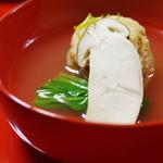 大徳寺一久 - 揚げ湯葉と松茸の椀