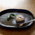 家庭料理 やまぼうし - デザート、黒糖ロールケーキ