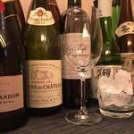 銀座 すし嘉 - 日本酒、ワイン、焼酎等、寿司に合う銘柄をそろえております。
