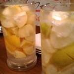 60107568 - 熊本県産と広島県産のレモン