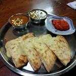 インド料理 ビシュヌ - インドセット この日の日替わりは、シメジとチキンのカレーでした