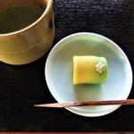 両口屋是清 - お抹茶と生菓子
