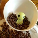 カフェ ミティーク - →☆            前回見つけたエイリアンの家族を発見〜♡       オッ!見つかっちゃった!って顔のエイリアンと目が合っちゃいました。