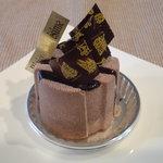 6012808 - トンカ豆のムースが入ったチョコレートケーキ