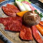 60120500 - 1人でお昼から、これだけのお肉を気軽に愉しめるのはうれしいですね〜。