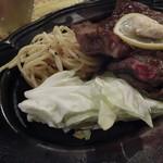 カウボーイ - 付け合せは、キャベツとスパゲッティー