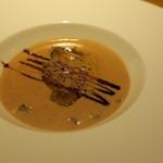 60126402 - 前菜:フォアグラを浮かべた栗のスープ、エスプレッソのフォンで2