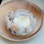 手作りパンの店 maru - 料理写真:「菜の花ハチミツとケーゼクリーム」140円税抜