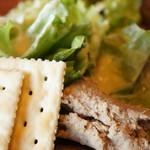 尾道WHARF - レタスのサラダとクラッカーと、豚肉のリエット