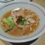 60130504 - サムゲタン麺(900円)                       きっと時間をかけて作ってあるスープが絶品。麺道はなもこしを彷彿とさせる。