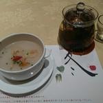 60130515 - 蓮根と百合根の薬膳スープ(1人前750円。注文は2人前から可。)と黒ウーロン茶                                              体に優しく美味しい逸品