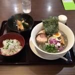 まるまる屋 - 料理写真:濃厚ドロ煮干しラーメン(しらすご飯&小鉢付き)