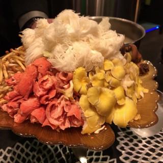 御膳房 Garden - キノコ火鍋のキノコ達