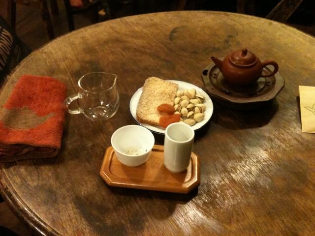 梅舎茶館 - グリーン系烏龍茶とお茶請け