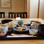 日本料理 華雲 - 静かな個室にて