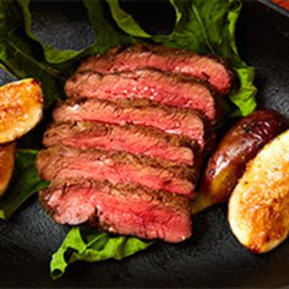 肉の旨味を最大限に引き出す!店内のオーダーメイド肉専用熟成庫