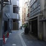 松富 - こんな感じの路地裏です