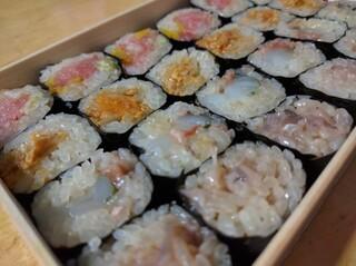 天史朗寿司 - お土産 変わり細巻き盛合せ 時価 (トロたく、あん肝の味噌漬け、カツオの酒盗とイカと大葉、イカの軟骨の塩辛)