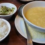 中国四川料理 秀峰 - コーンスープ、サラダ、ご飯