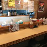 麺商人 - こじんまりとした店内