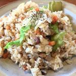 豆づか山 - 料理写真:自家製ベーコンで作った 焼き飯
