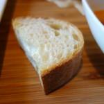 Restaurant la Raison - ト-ストしたフランスパン(ソースを楽しめます)