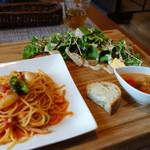 Restaurant la Raison - ランチ海老とブロッコリーのトマトクリームパスタ(\1000税込み)ドリンク付きます