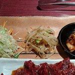 にしき亭 - にしき亭 @西葛西 ランチ 熟成ハラミセットの白菜キムチ・モヤシナムル・サラダ