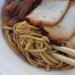 らーめん くろく - 中細麺ストレート。コシがあり美味しいです。