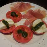 パリアッチョ - トマトとモッツァレラのカプレーゼ