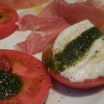 パリアッチョ - トマトとモッツァレラのカプレーゼ;アップ