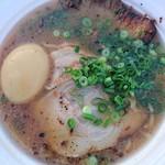 麺屋二郎 - 豚骨ラーメン800円甘めのスープが旨い