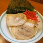 ガッキ - 201612 ランチ無料サービスのライスにチャーシューメン(850円)のチャーシュー2枚と海苔、紅生姜でミニチャーシュー丼を自作