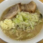ラーメン二郎 - ラーメン 700円 麺半分・ヤサイのニンニクで