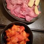 焼肉とくがわ苑 - 牛塩タン(780円) と カクテキ(380円)