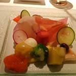 60162506 - ③冷たい野菜~あれこれ盛ってあります