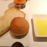 60162511 - ②全粒粉とハーブのパン