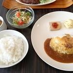 ヤマダデリ - モッツァレラのチーズハンバーグ:1,050円