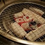 牛角 - 炭焼き