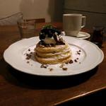 シマイロカフェ - ブルーベリーとピーカンナッツのパンケーキ。パンケーキは、やっぱり看板メニュー。
