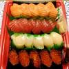 コストコ - 料理写真:にぎり寿司20貫 1680円 サーモン・マグロ・ホタテは変わらず、イカがイクラにグレードアップ。