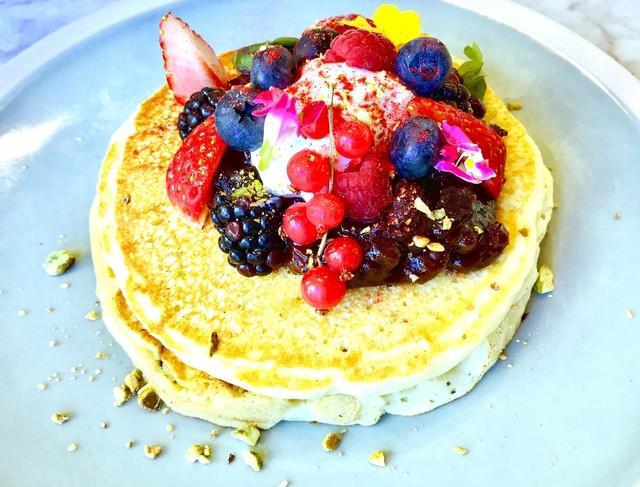 ELLE cafe Aoyama - GLUTEN FREE PANCAKE berry & yogurt