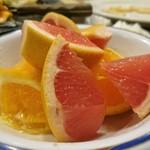 トマト&オニオン - サラダバーのフルーツ
