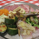 イタリア食堂 キャリー - 本日は、初めてコース料理をお願いしました。 飲み放題付きで4,000円です。ロングカクテルや焼酎まであるのはありがたい。前菜の盛り合わせ。