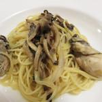 イタリア食堂 キャリー - 牡蠣とキノコのパスタです。