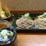 60166643 - 海老と野菜の天ぷら付き十割・九割の二色蕎麦