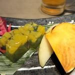 比内地鶏と個室 扇や - 季節のデザート (桃、ラ・フランス、錦玉羹)