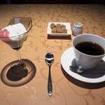 Le regale-toi - 小さなデザートとコーヒー