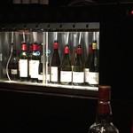 60172989 - カウンターに構えた大型のワインサーバー